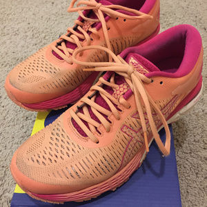 Women's Gel Kayano 25 Size 9-- Color: Mojave/White